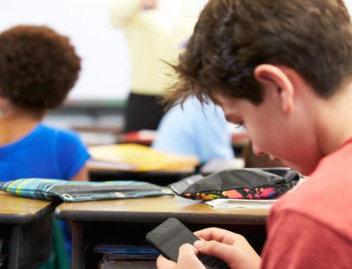 NRKs rektorundersøkelse: Fire av fem skoler har mobilforbud