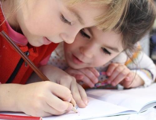 Erstattet nettbrett med tradisjonelle lærebøker for å øke elevenes kompetansenivå