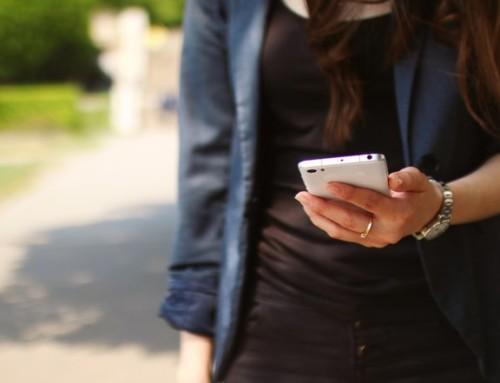 NRKs Forbrukerinspektørene lurer på hvorfor vi ikke klarer å se opp fra mobilen